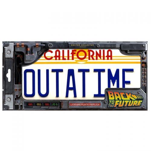 Matrícula DeLorean Outatime...
